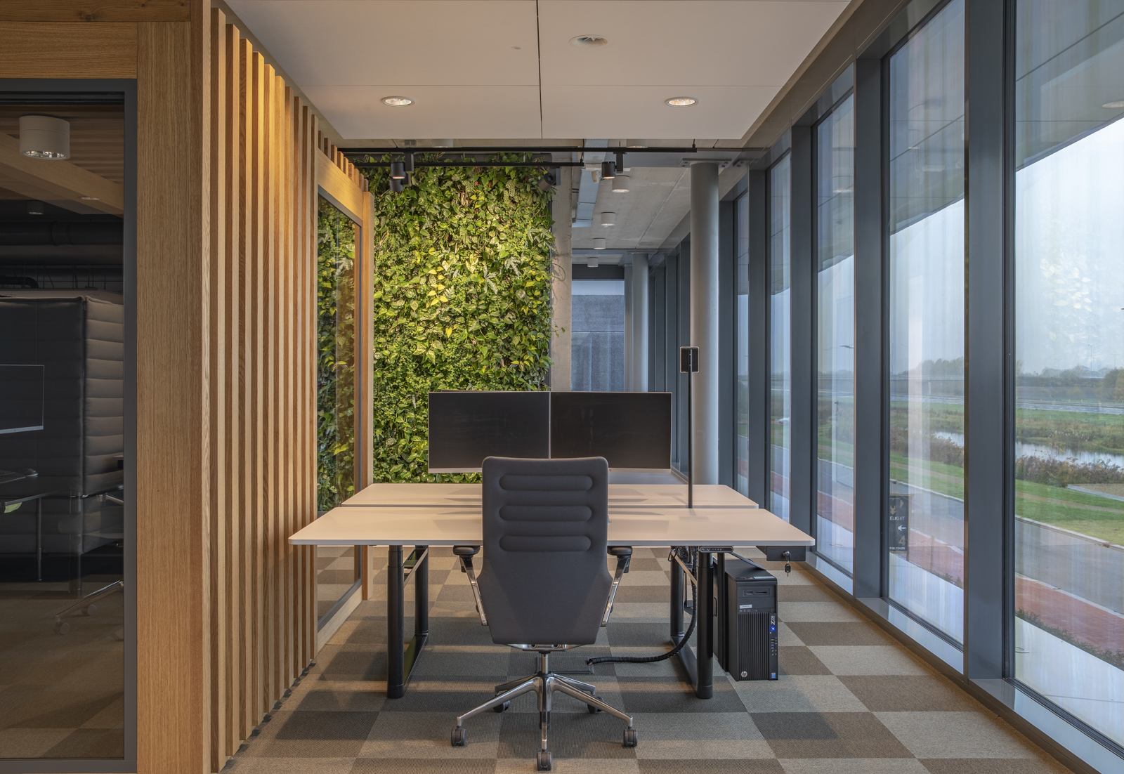 A green wall in your office space is the future