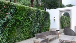 Living wall for gardeners