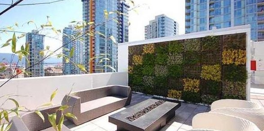 Roof Terrace Cosmo Vancouver With Green Facade Sempergreen